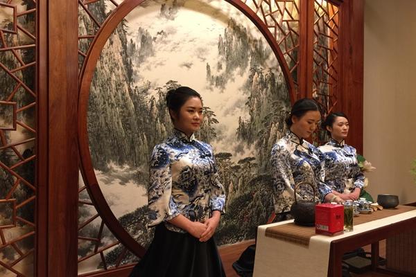 Tea Politics: Premier Li Treats Merkel Cup of Anhui LocalTea