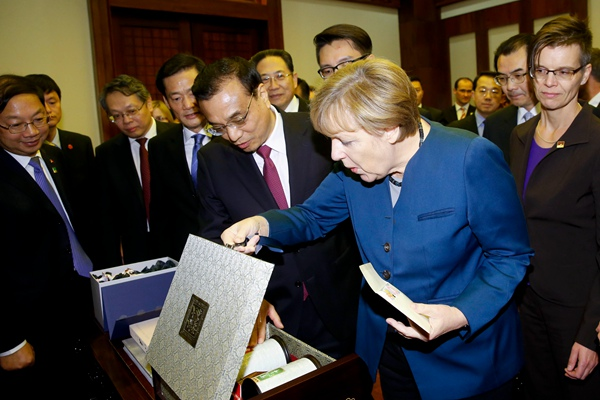 Anhui tea offered to angela merkel by li